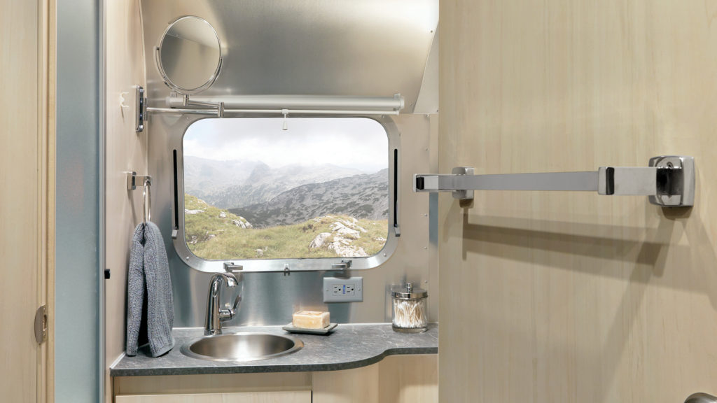 Airstream-Flying-Cloud-Bathroom-Feature