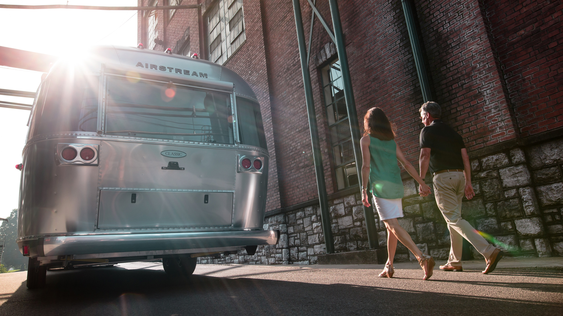 Airstream-Classic-within-the-City-Limits