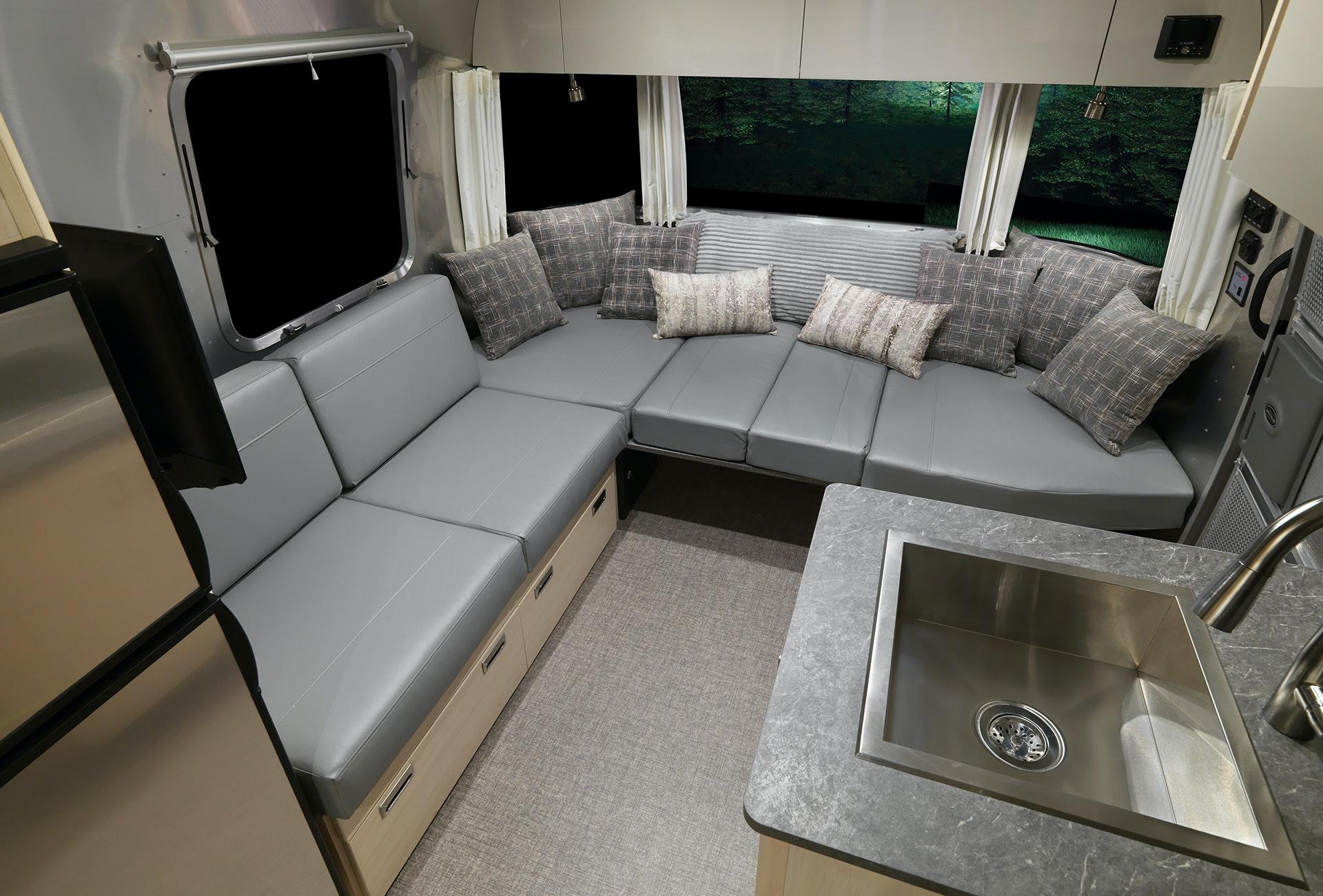 2021 Flying Cloud 25RB Front Dinette Bed Down