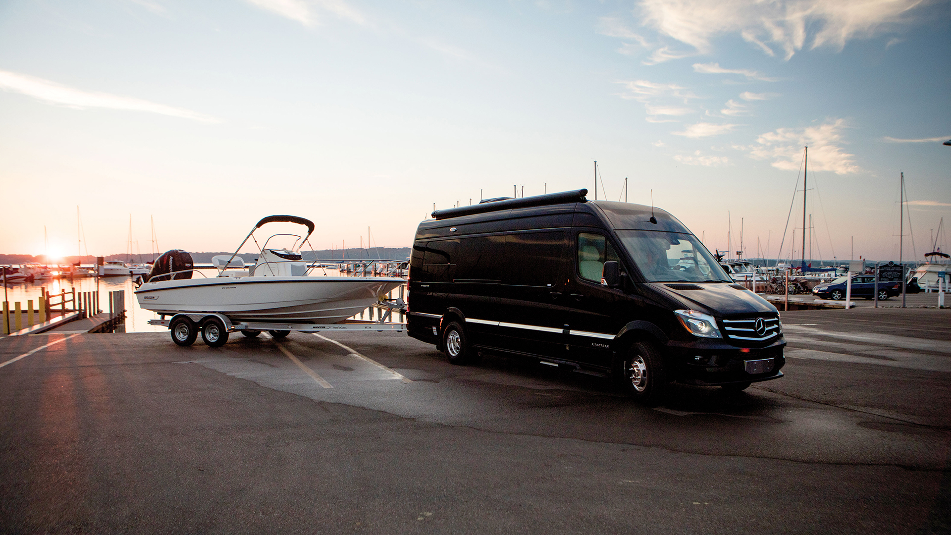 Airstream-Towing-Capability-of-Motorized-RV