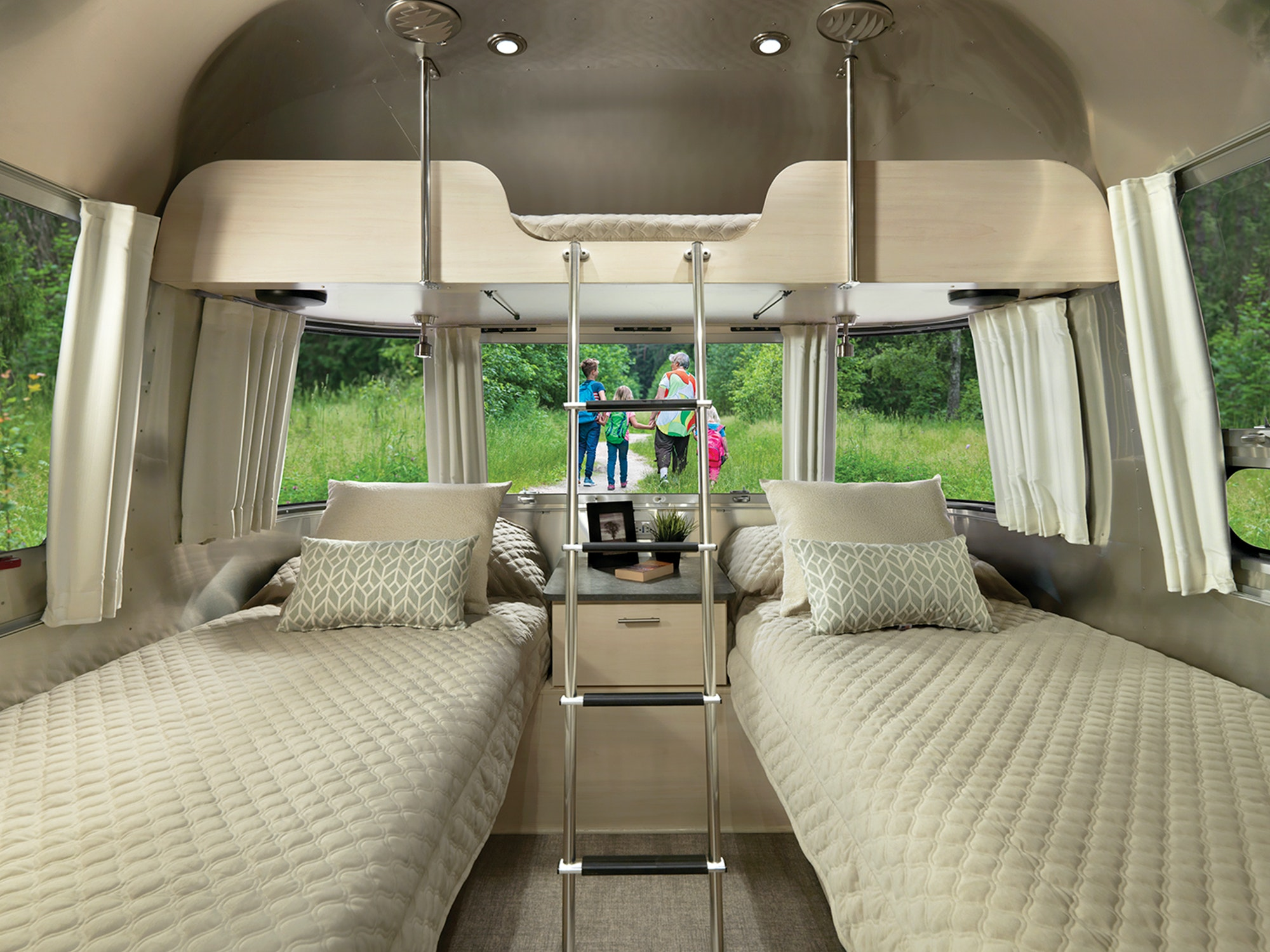 2021-Airstream-Flying-Cloud-Interior-27FB-Bunk-with-Twin-Beds
