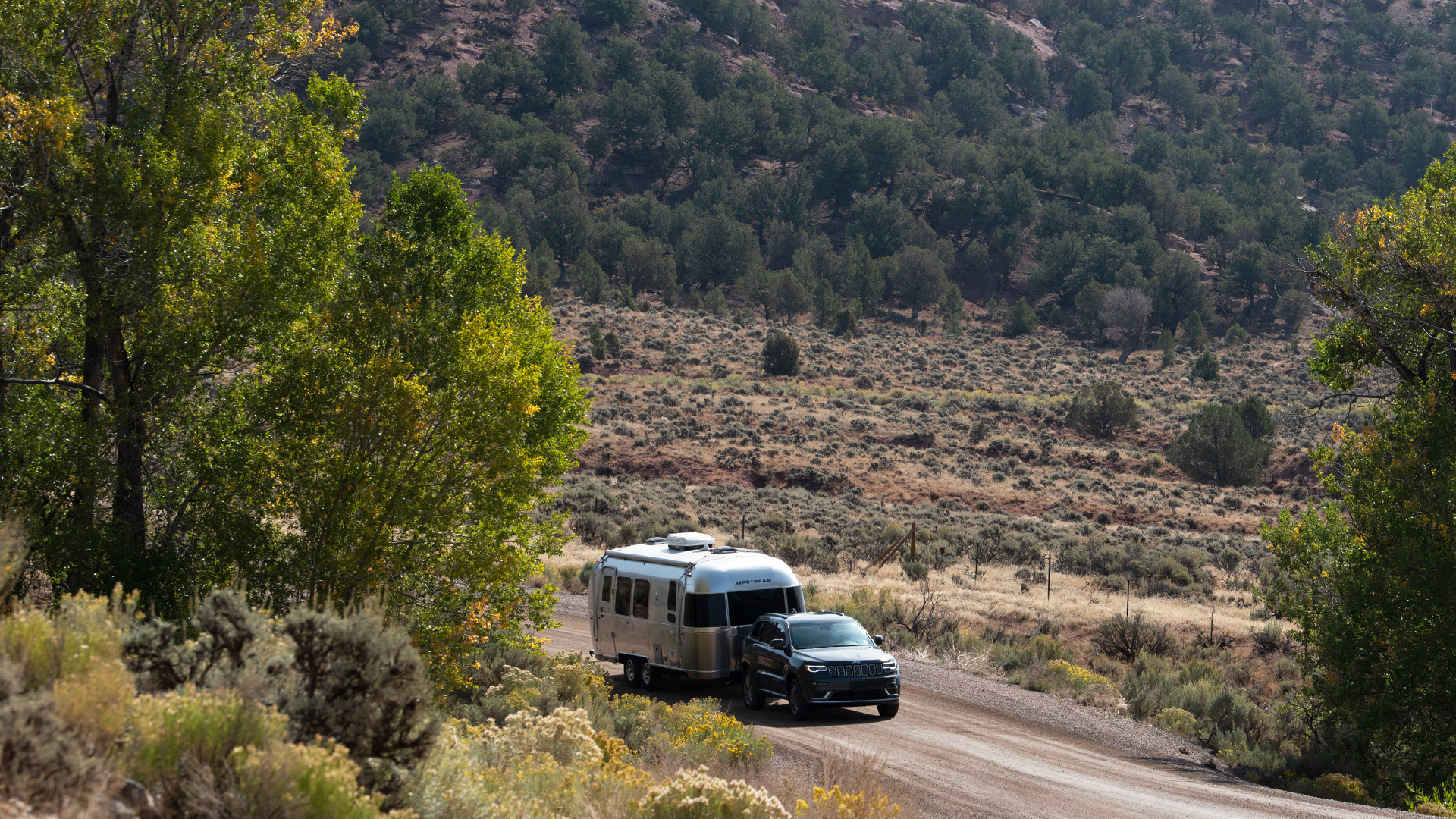 Airstream-Flying-Cloud-23FB-Lifestyling-Towing