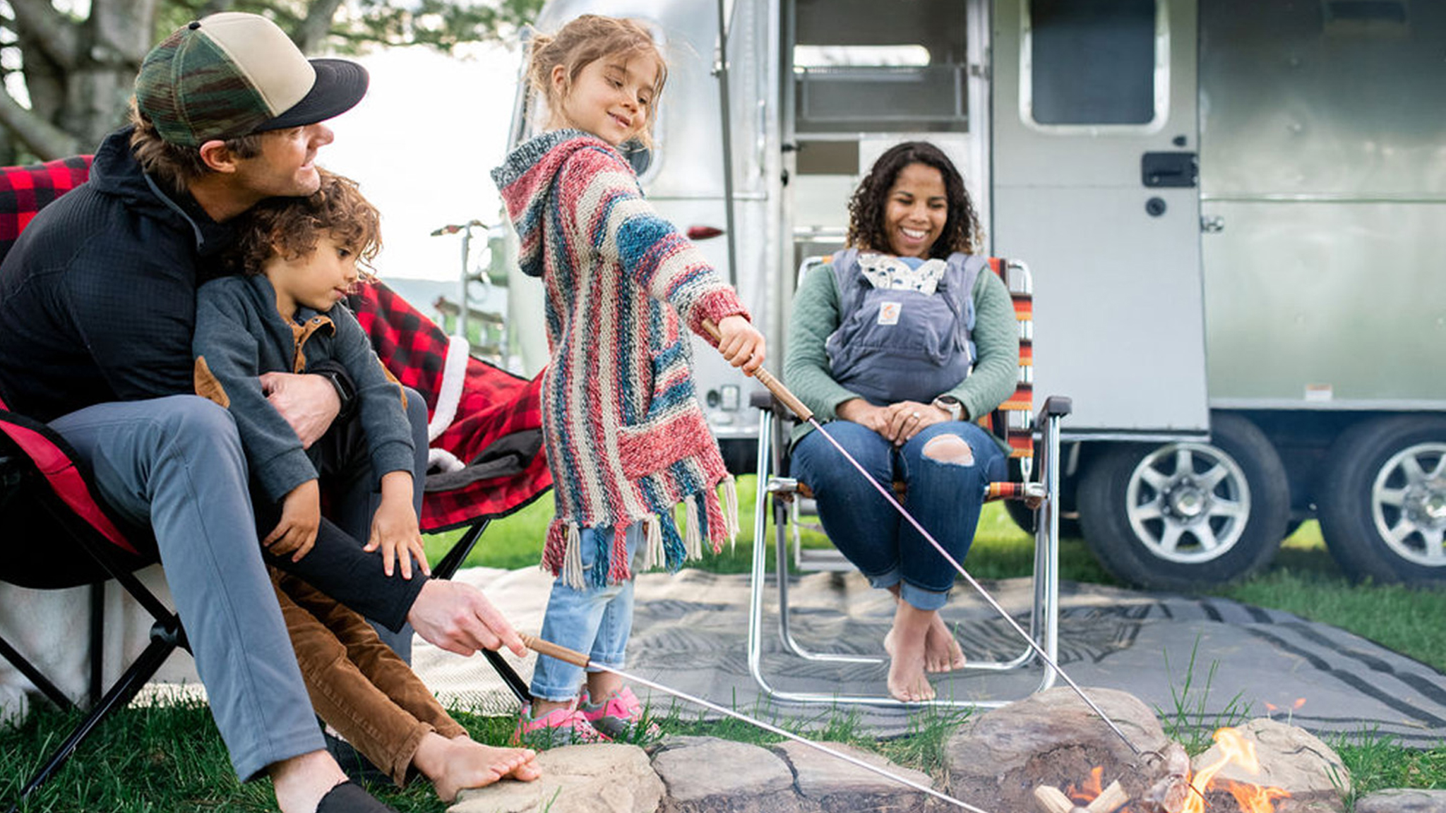 Family-at-the-Fire-in-an-Airstream