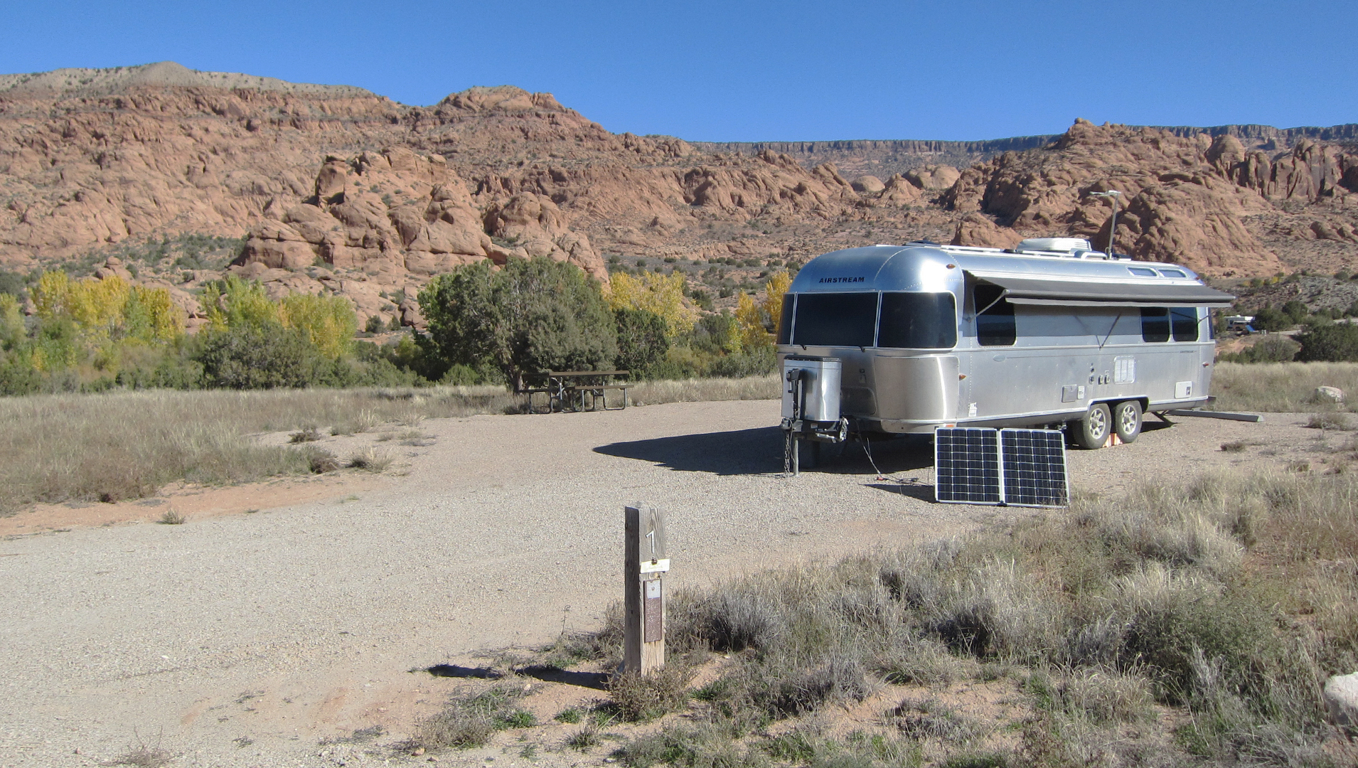 Airstream-Camping-at-Ken's-Lake-Campground-BLM