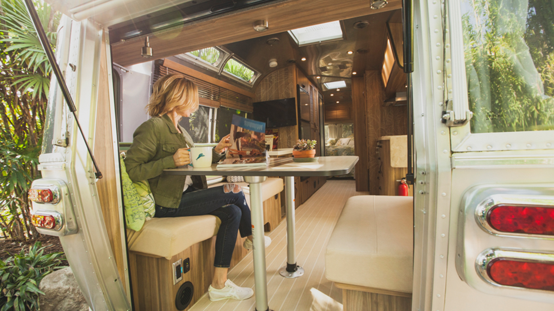 Airstream-Rear-Hatch-Tommy-Bahama-Feature