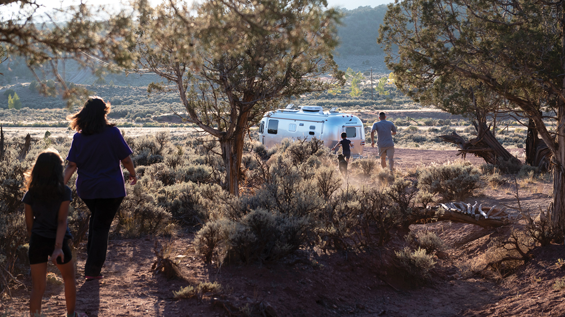 airstream-family-flying-cloud-1