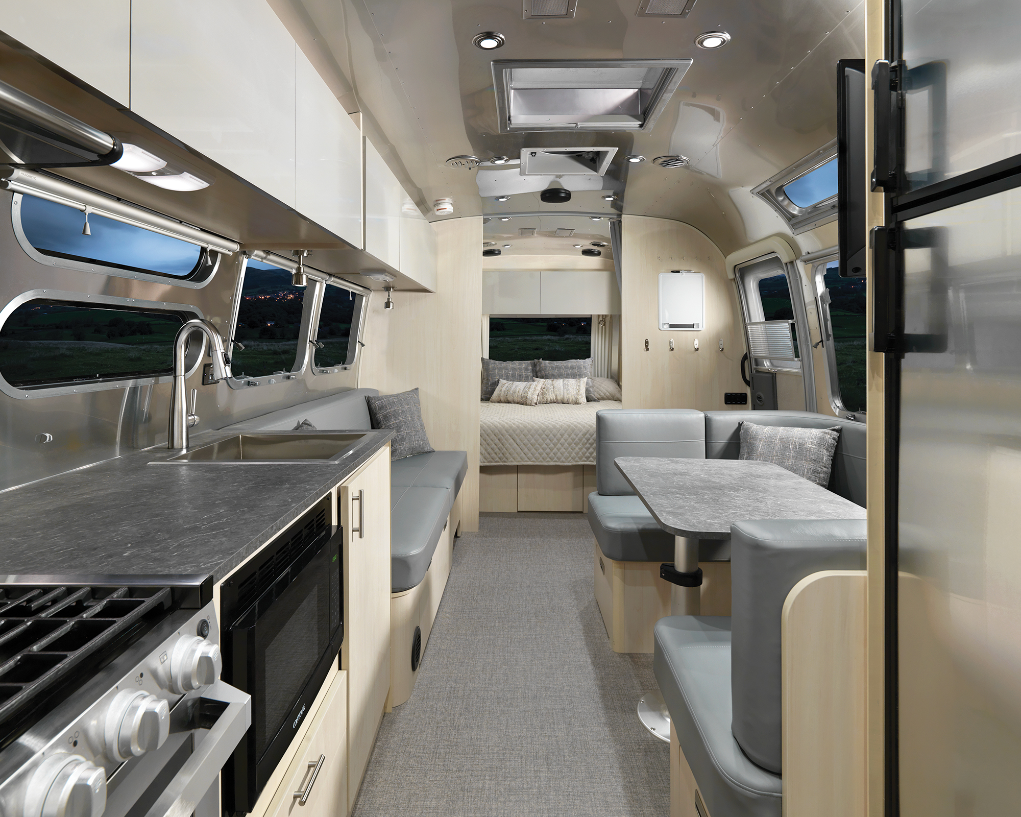 Airstream-Flying-Cloud-30FB-Office-B2F-Galley