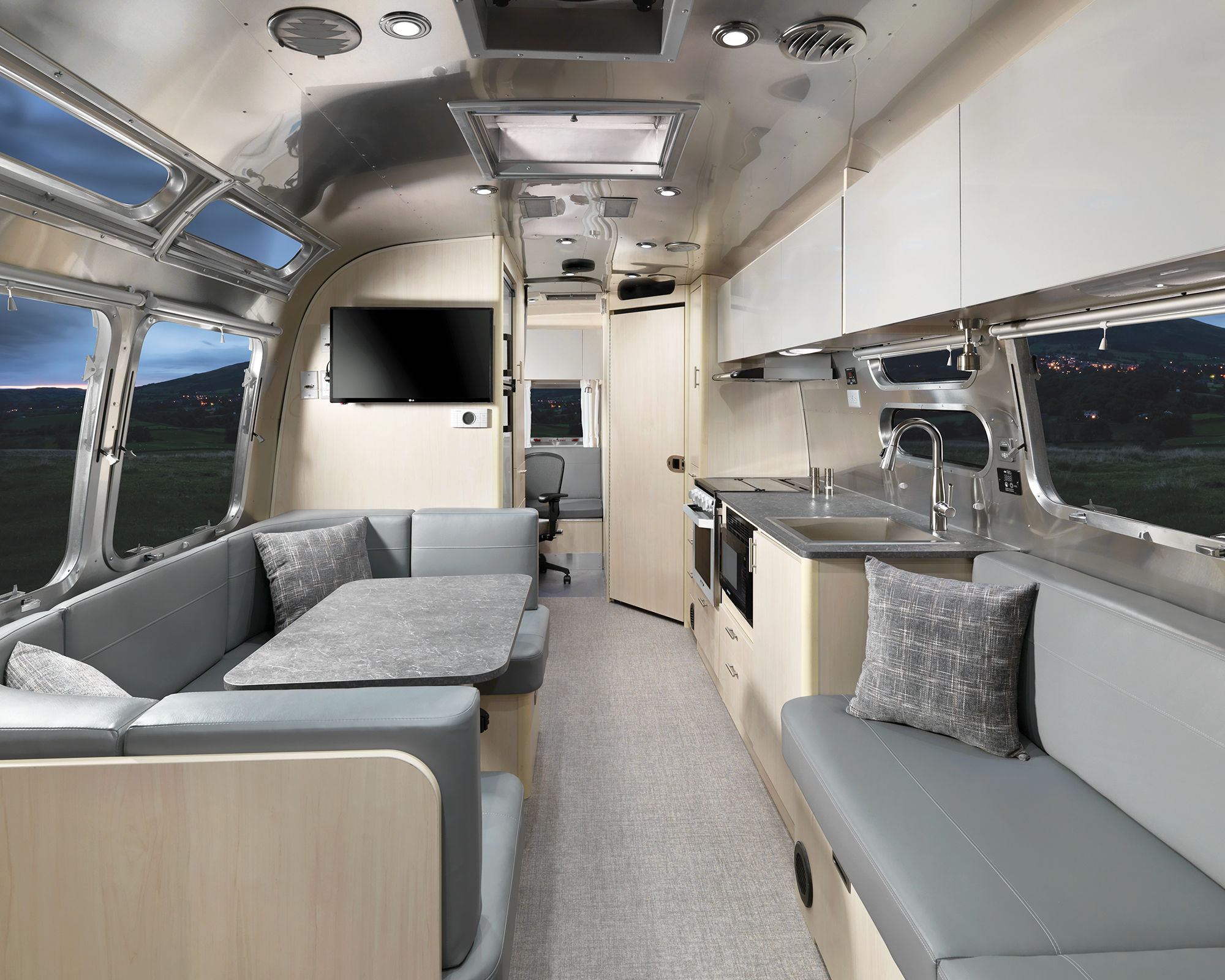 Airstream-Flying-Cloud-30FB-Office-Galley-F2B