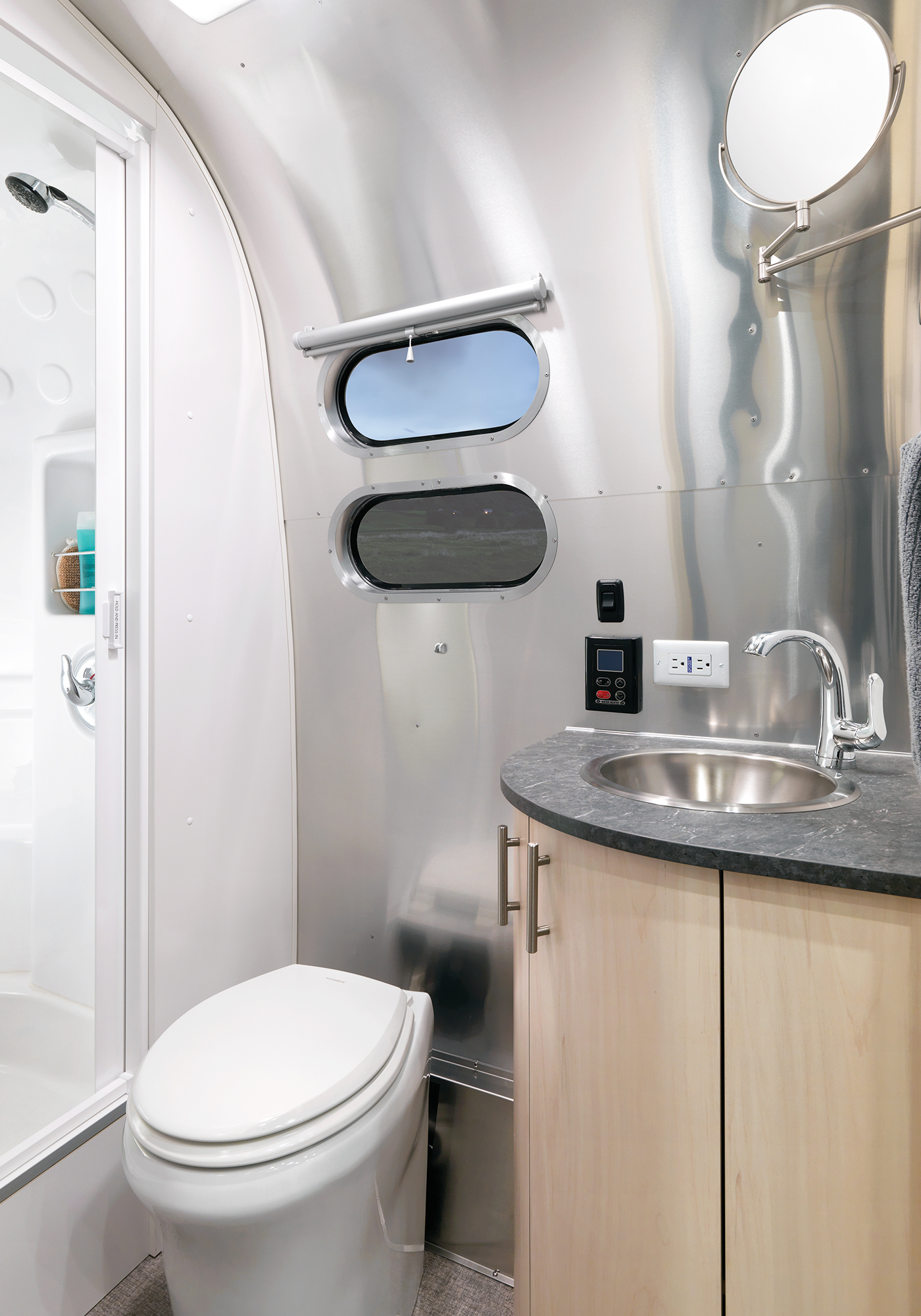 Airstream-Flying-Cloud-30FB-Office-Lavy