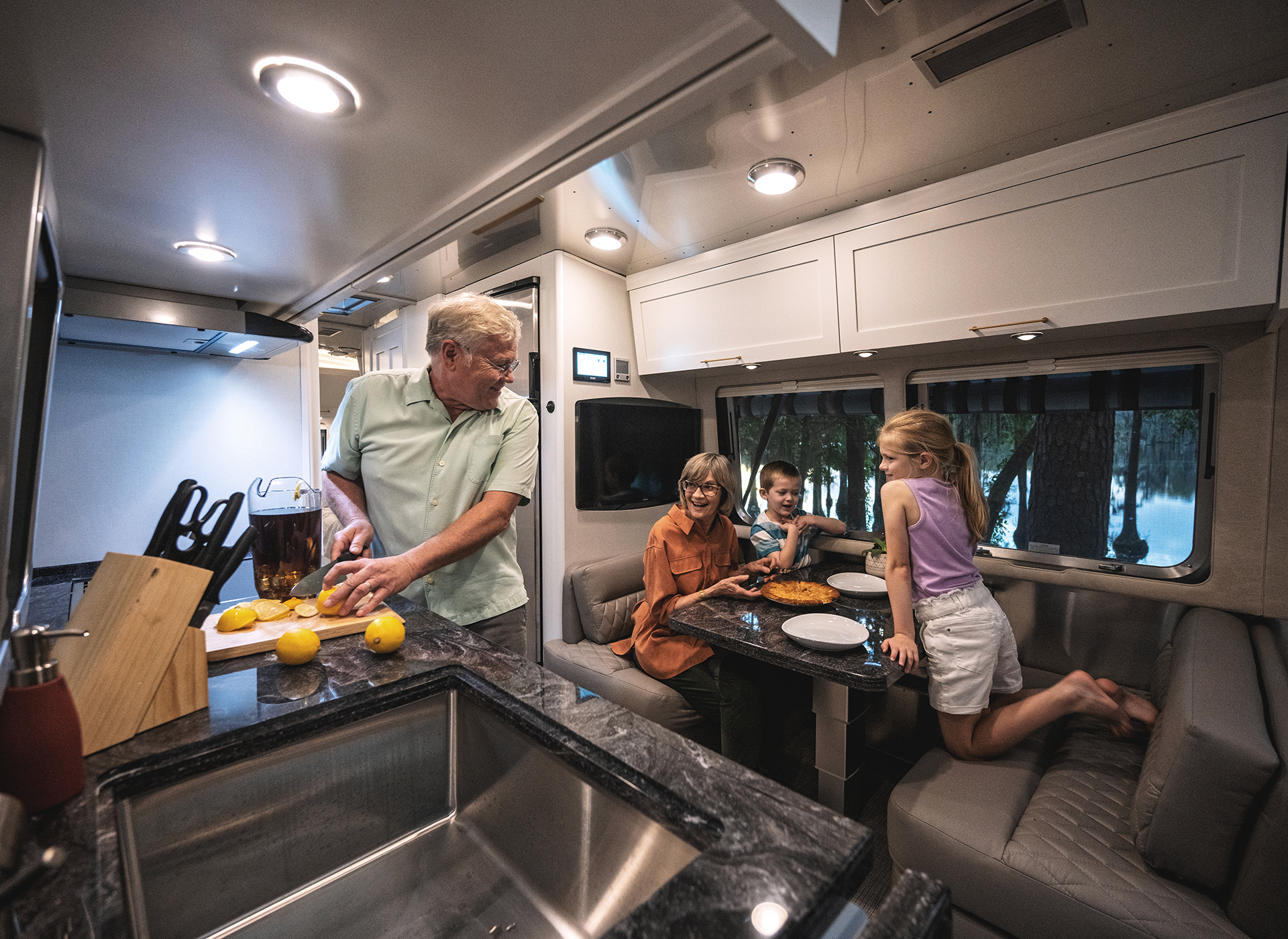 Airstream-Classic-30RB-Powered-Dinette-Feature