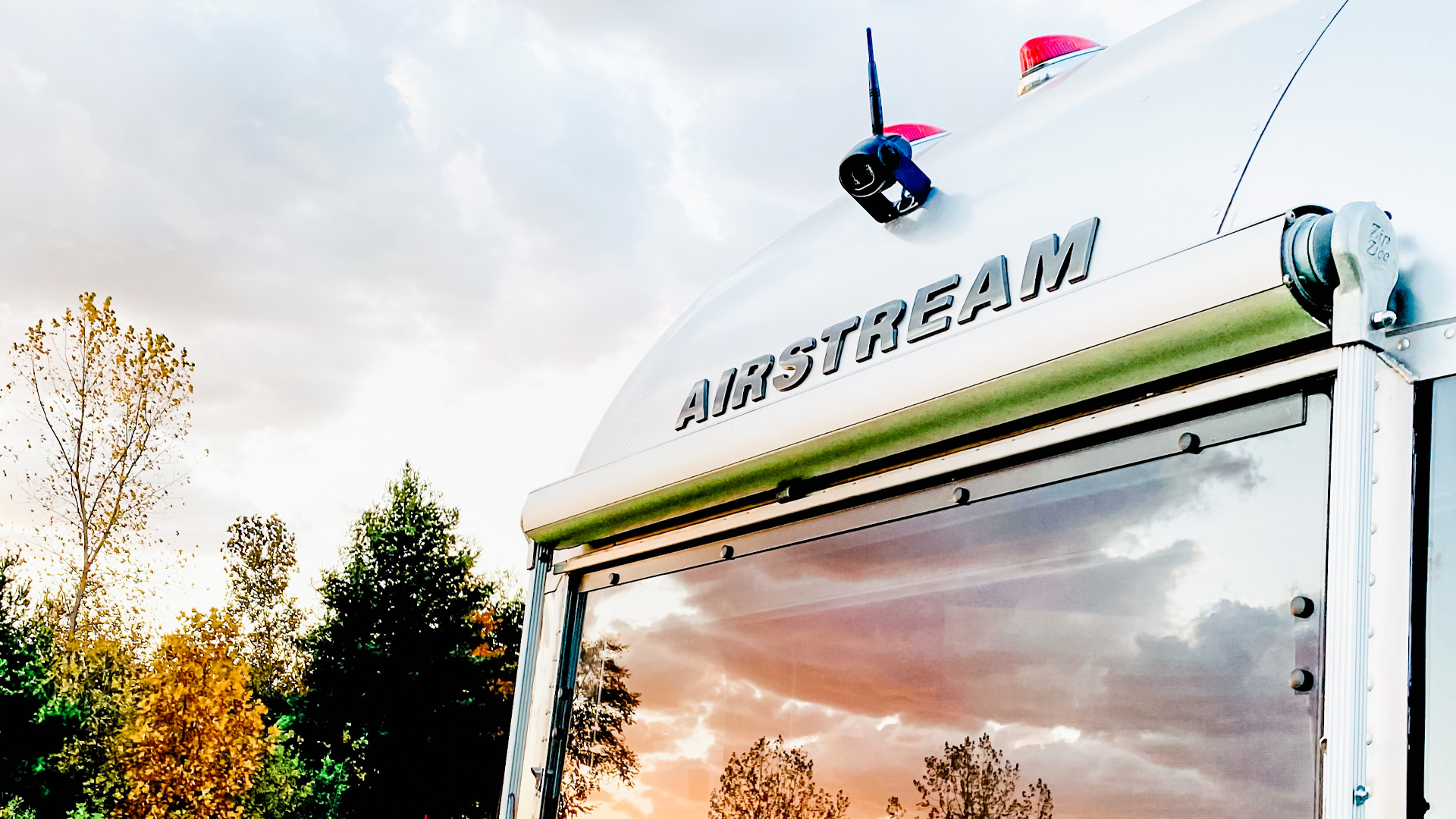 Backing-up-an-Airstream-with-the-backup-camera
