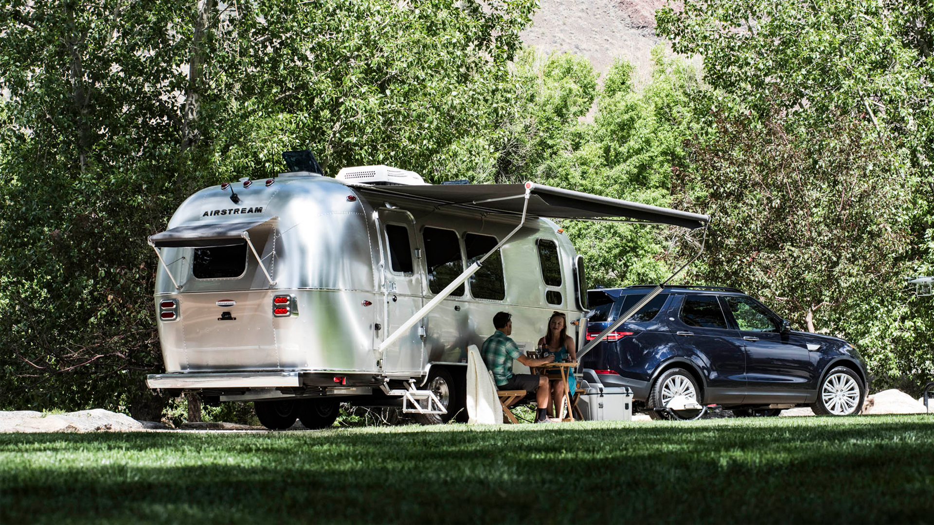 SUV-crossover-towing-an-Airstream-trailer