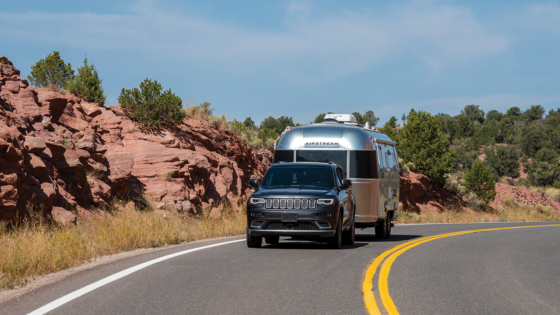 SUV-towing-an-Airstream