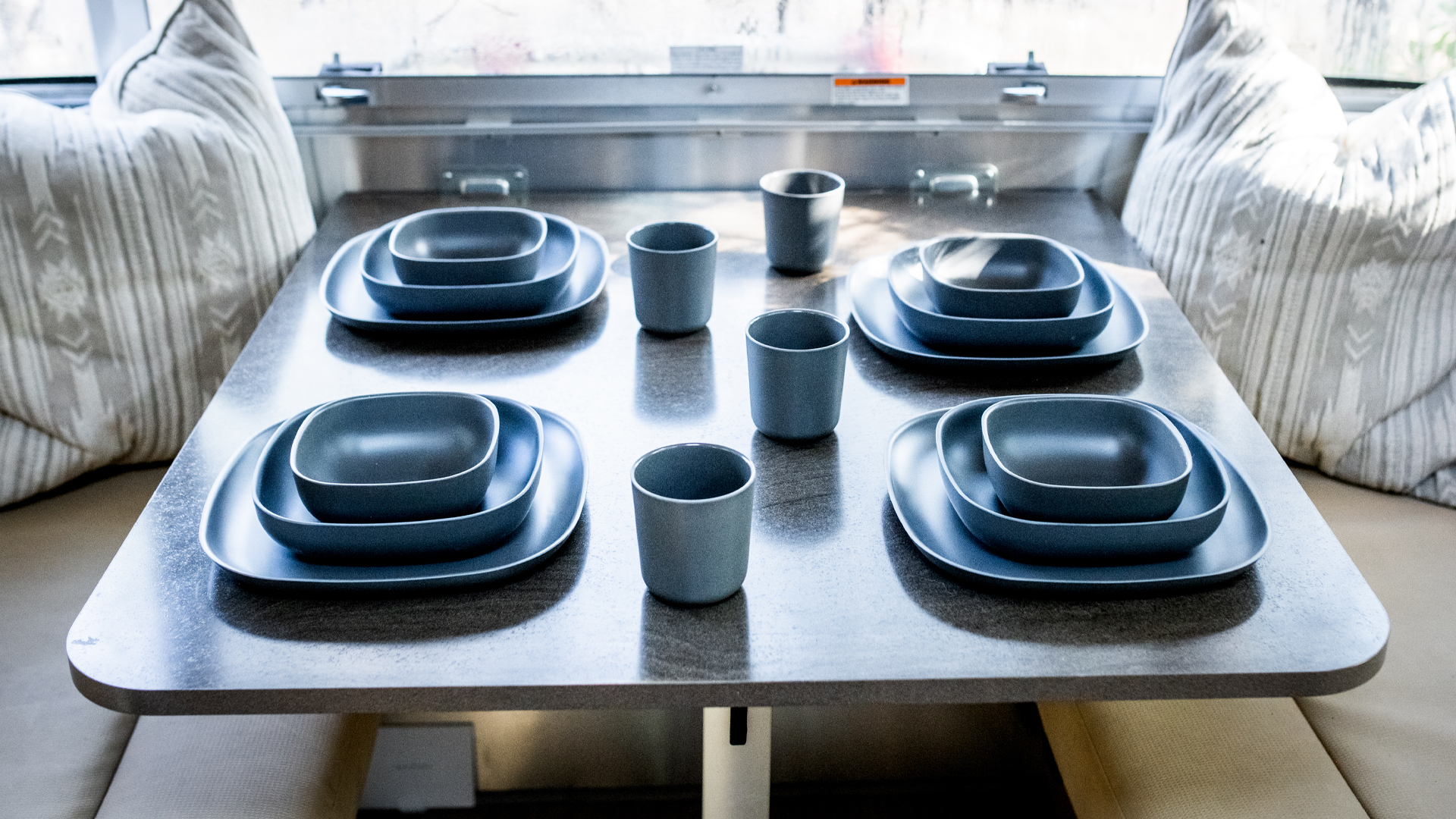 plates-and-cups-for-Airstream