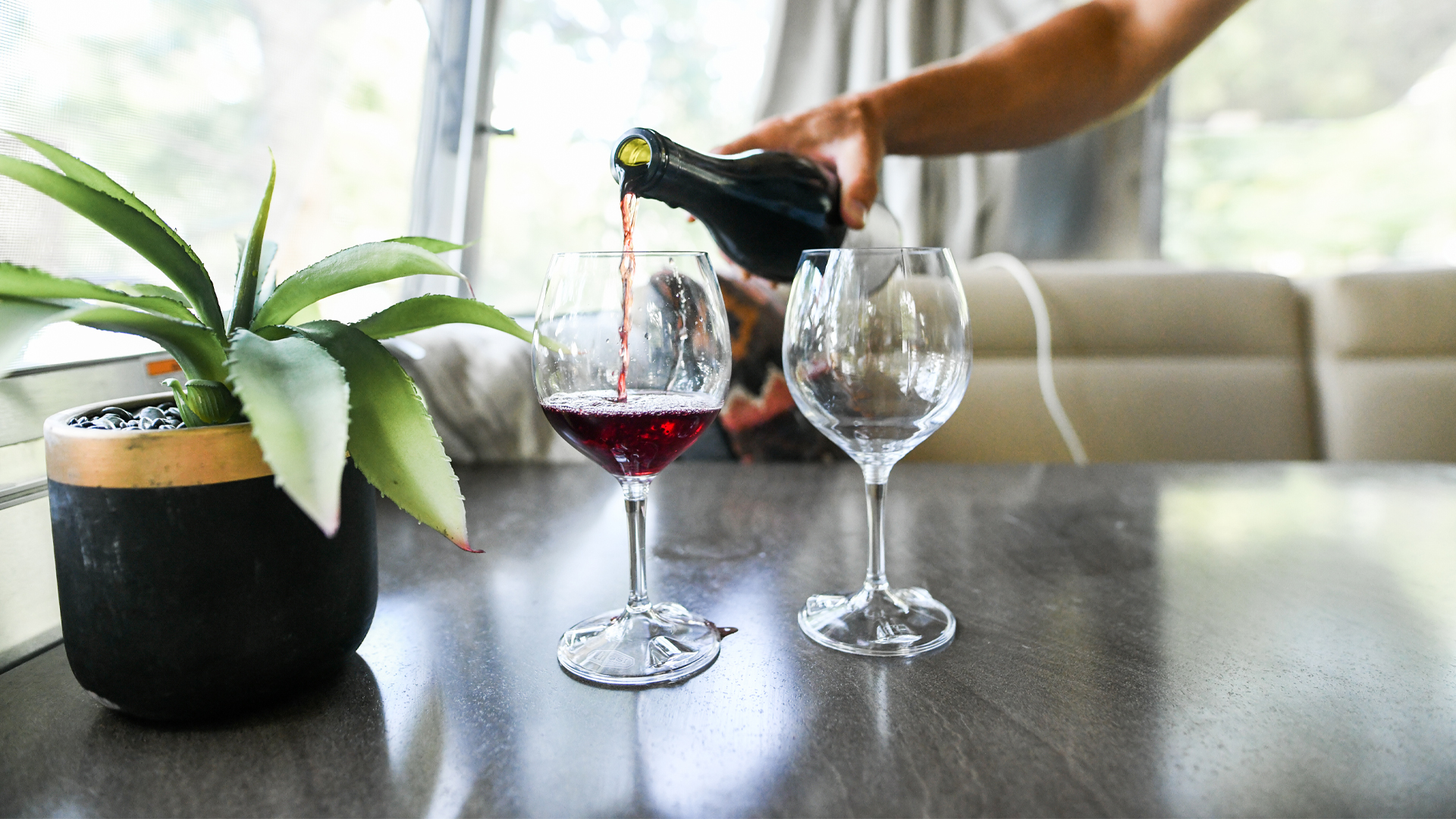 pouring-wine-in-an-airstream
