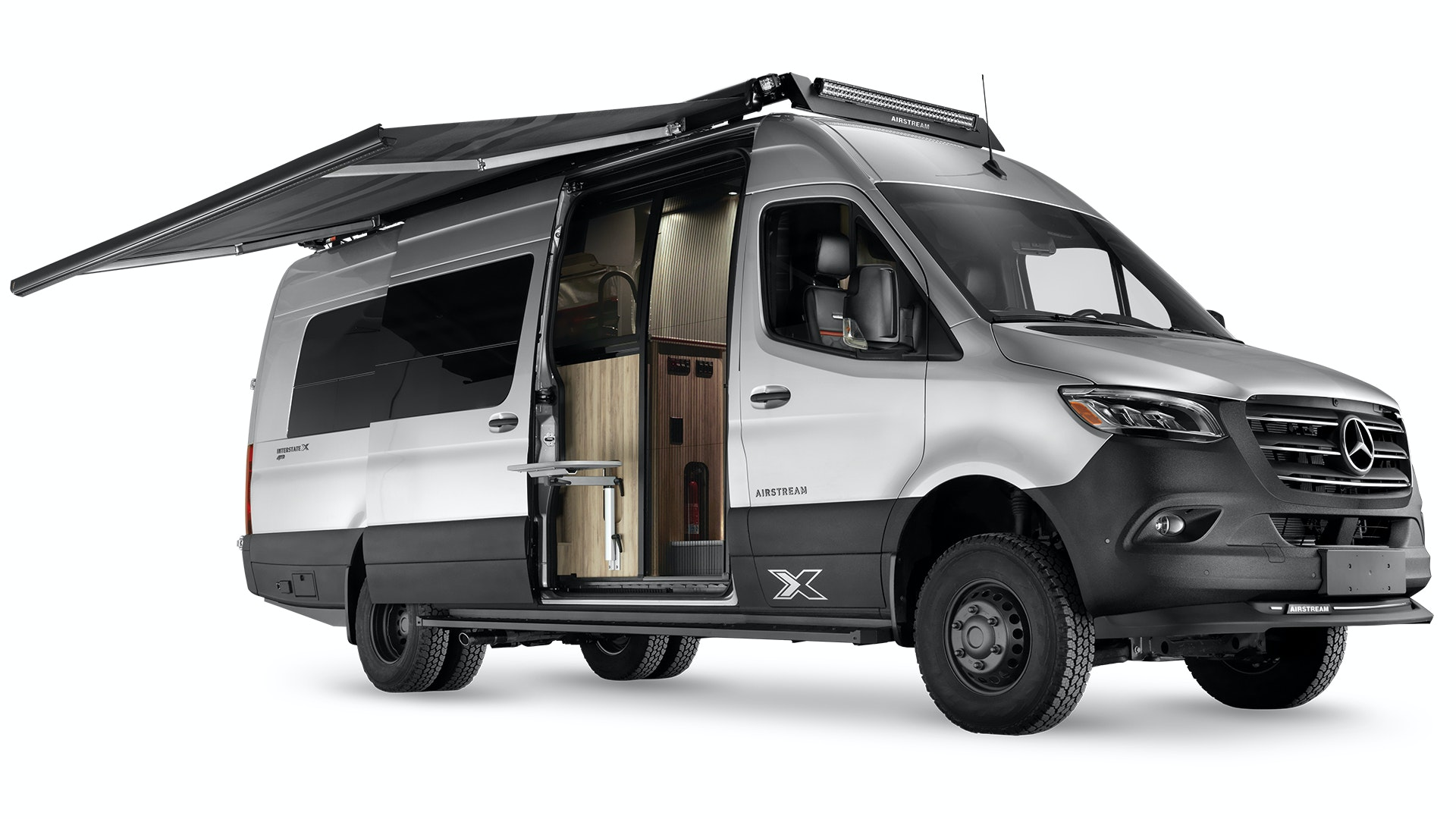 Airstream-Interstate-24X-Exterior-Studio-with-Awning-Extended-95rsjicqeg
