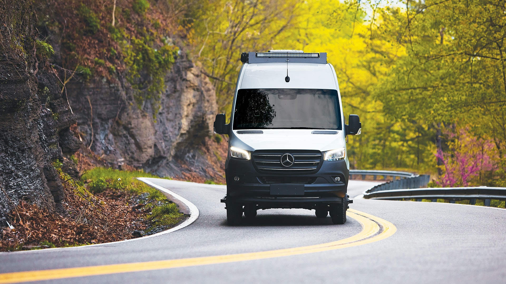 Airstream-Interstate-24X-Touring-Coach-Adventure-Van-All-New-Interstate