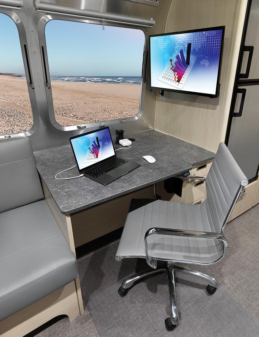 AIRMKT-2021-Flying-Cloud-27FB-Desk-Option-Interior-Desk-95381-WEB-(2)