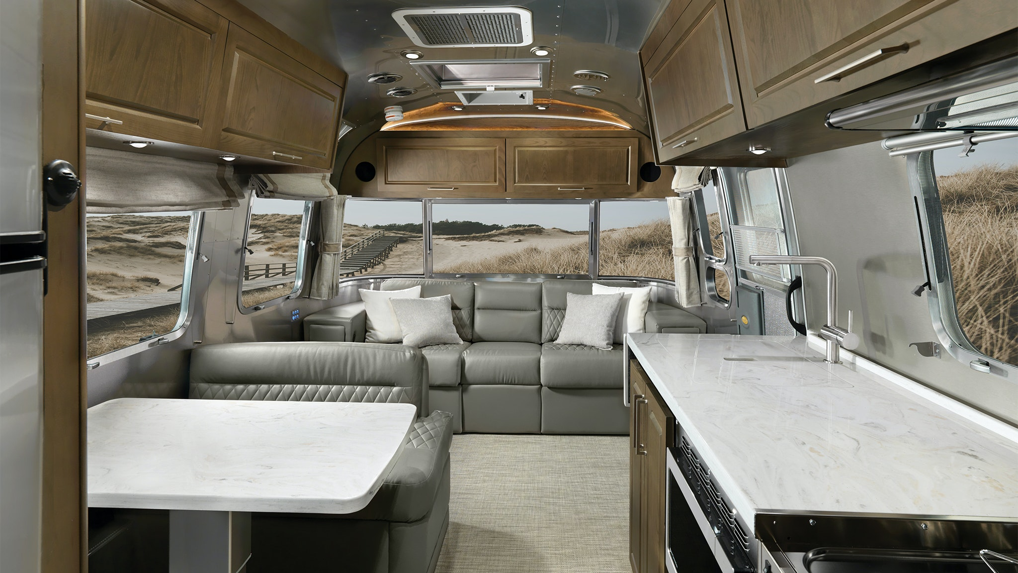 Airstream-Classic-30RB-MY22-Estate-Brown-Feature-1