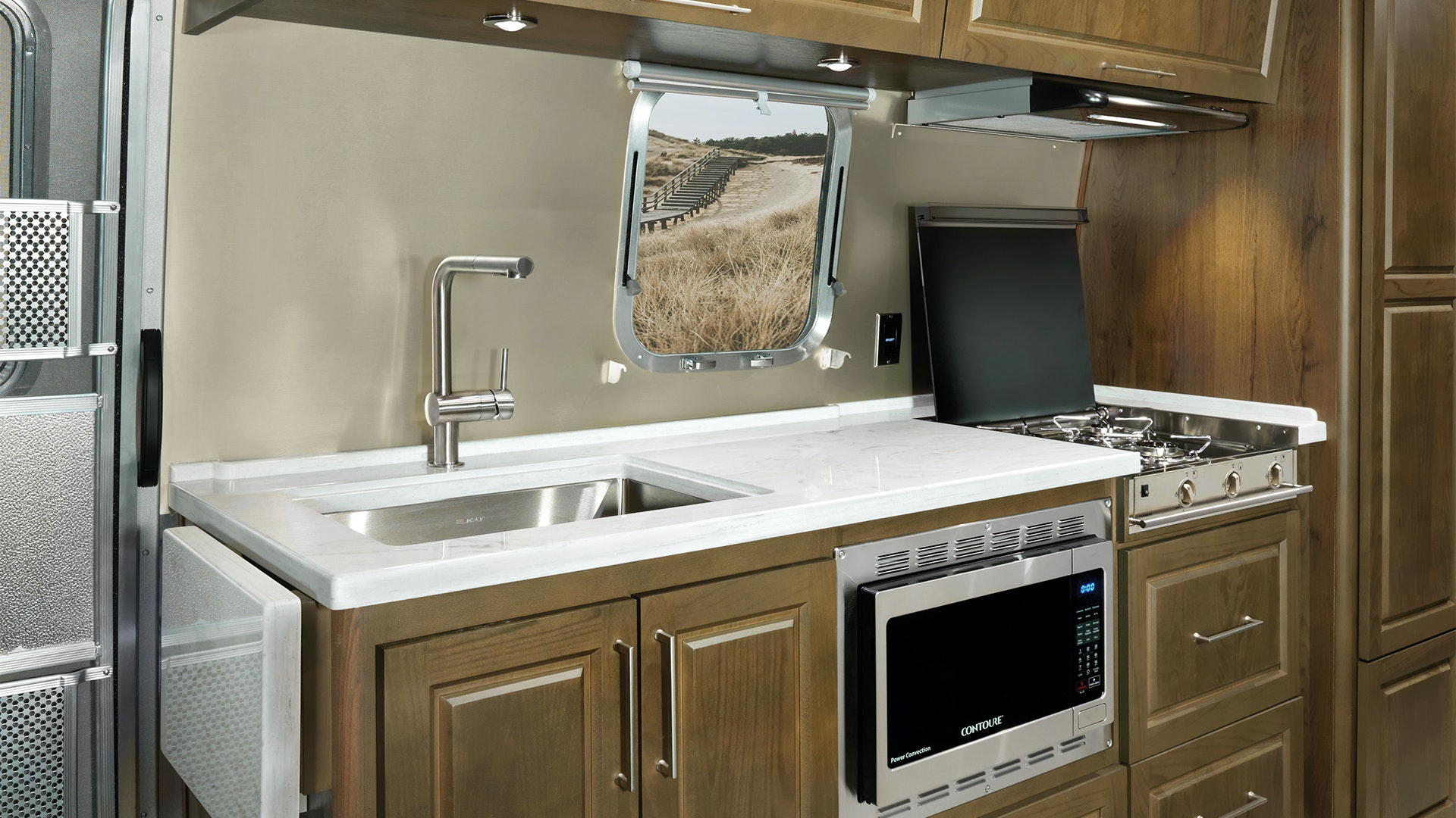 Airstream-Classic-Estate-Brown-Kitchen