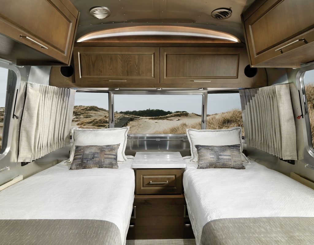Airstream-Classic-Estate-Brown-MY22-Decor-Package-Bedroom-with-Twin-Beds