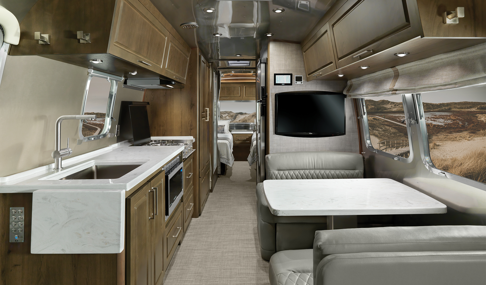 Airstream-Classic-Estate-Brown-with-Earl-Grey-Ulraleather