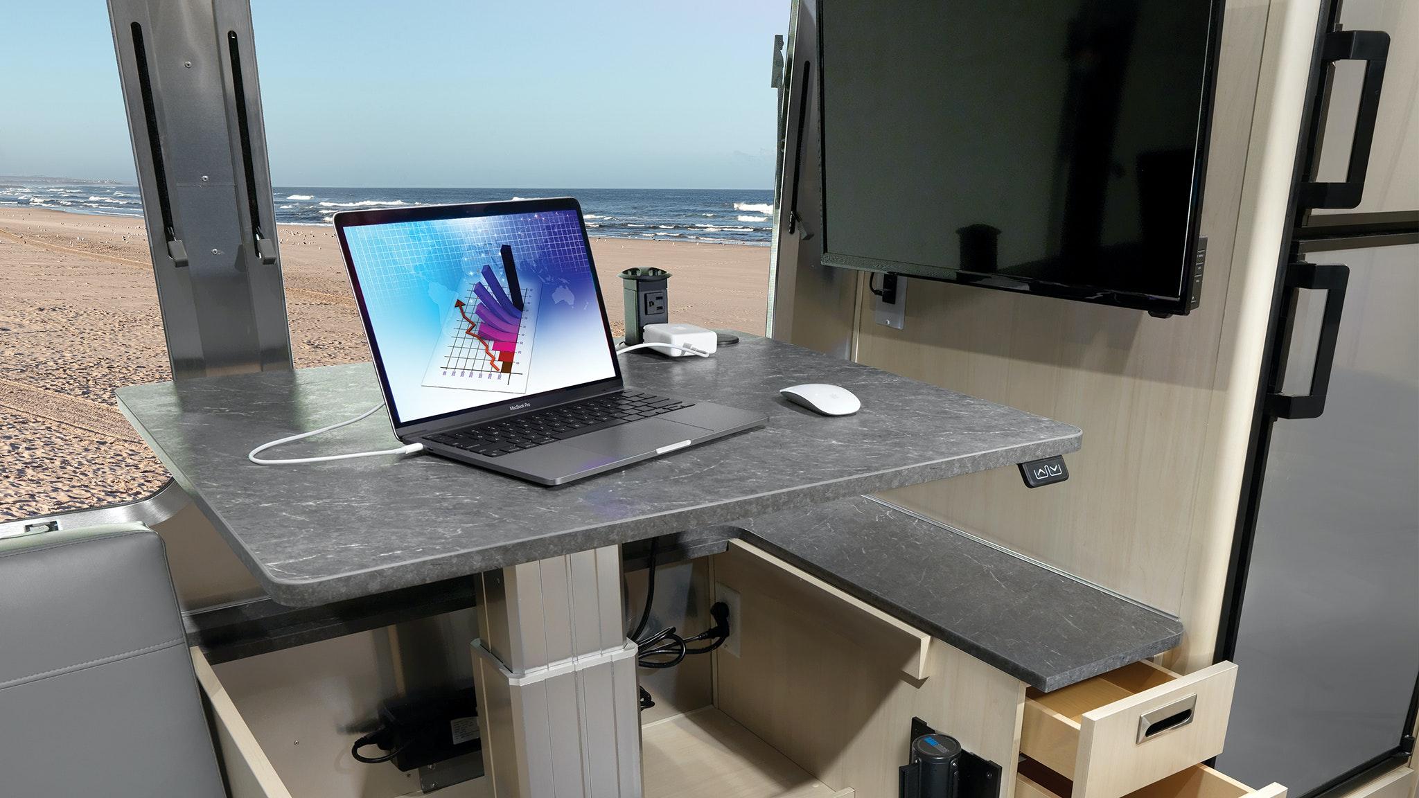 Airstream-Flying-Cloud-27FB-Desk-Option-blog-header-desktop