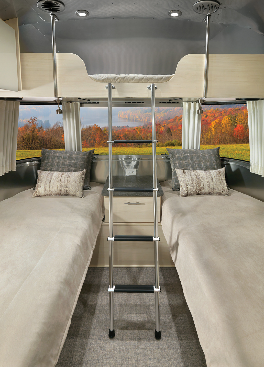 Airstream-Flying-Cloud-Front-Bunk-with-Twin-Bedroom