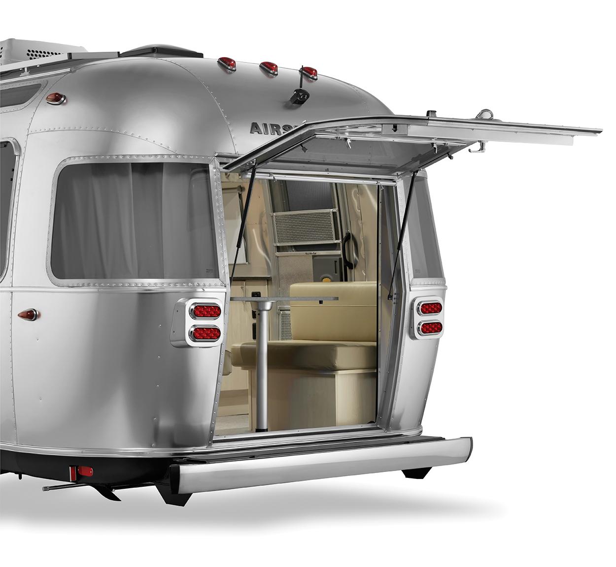 Airstream-Rear-Hatch-Flying-Cloud-25FB-Open