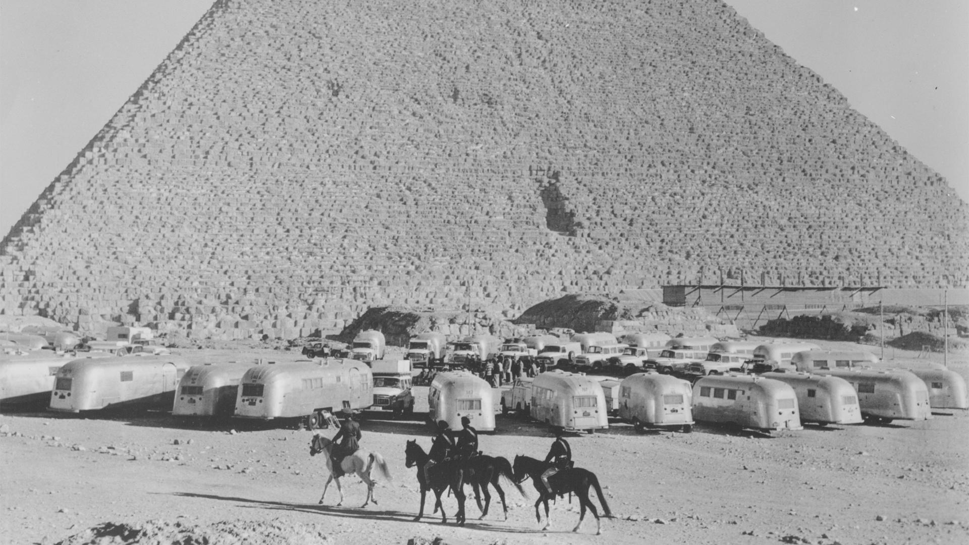 Africa-Caravan-Pyramids