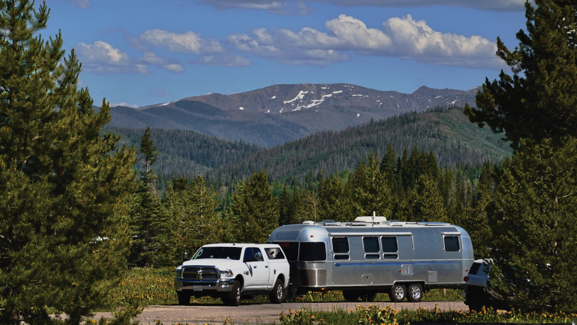 Airstream-Living-in-Beauty-Mountains