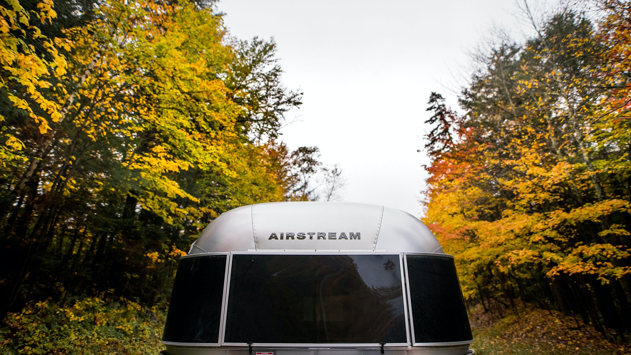 airstream-2021-fall-foliage-camping-banner