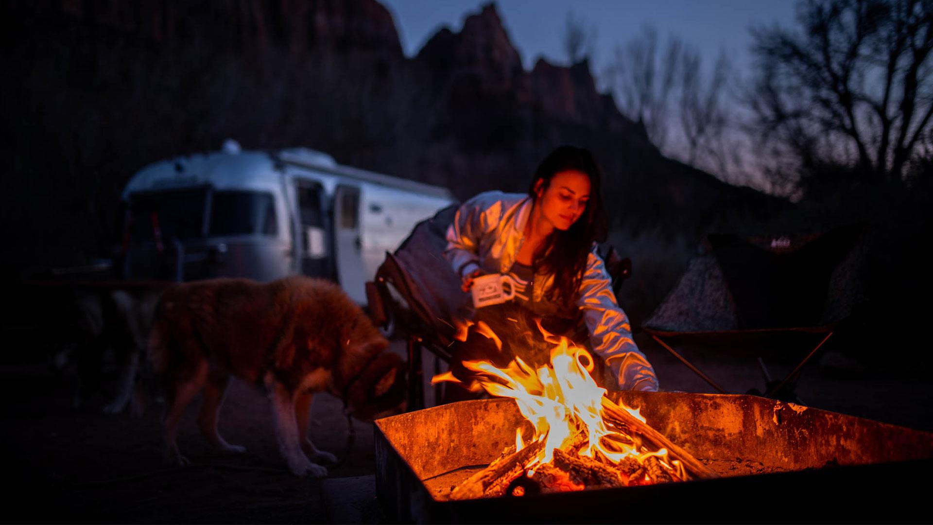 airstream-2021-fall-foliage-camping-campfire