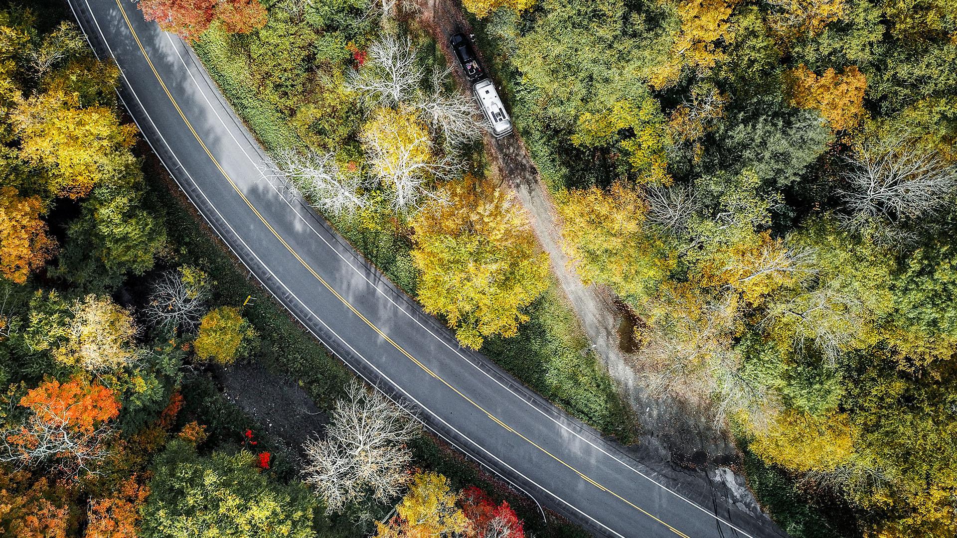 airstream fall foliage camping 2021 _0005_LUVLENS_COMMERCIAL_AIRSTREAMFALLVTFOLIAGE_WEEK2-5