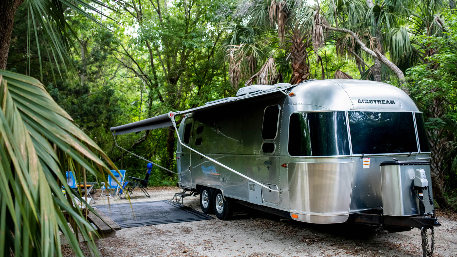 Airstream-Anatomy-of-a-Campground-tropical